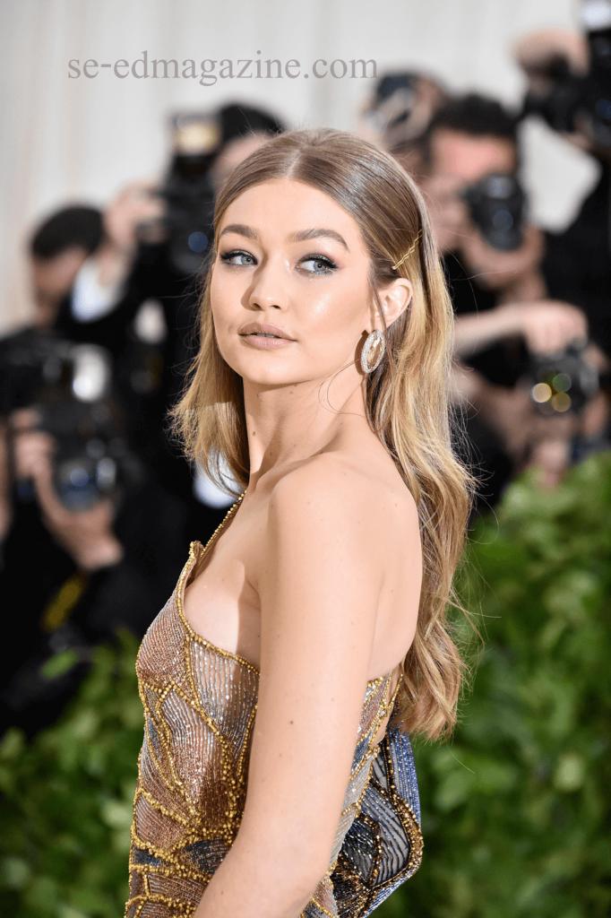 Gigi Hadid คาดว่าสาวๆ หรือบรรดา หนุ่มๆหลายคนยังคงสงสัยว่า นางคือใคร ทำไมเธอถึงดูโดดเด่นนัก เธอเป็นหนึ่งในนางฟ้าของ Victoria Secret ที่โด่งดังมาก่อนที่ตัวเอง